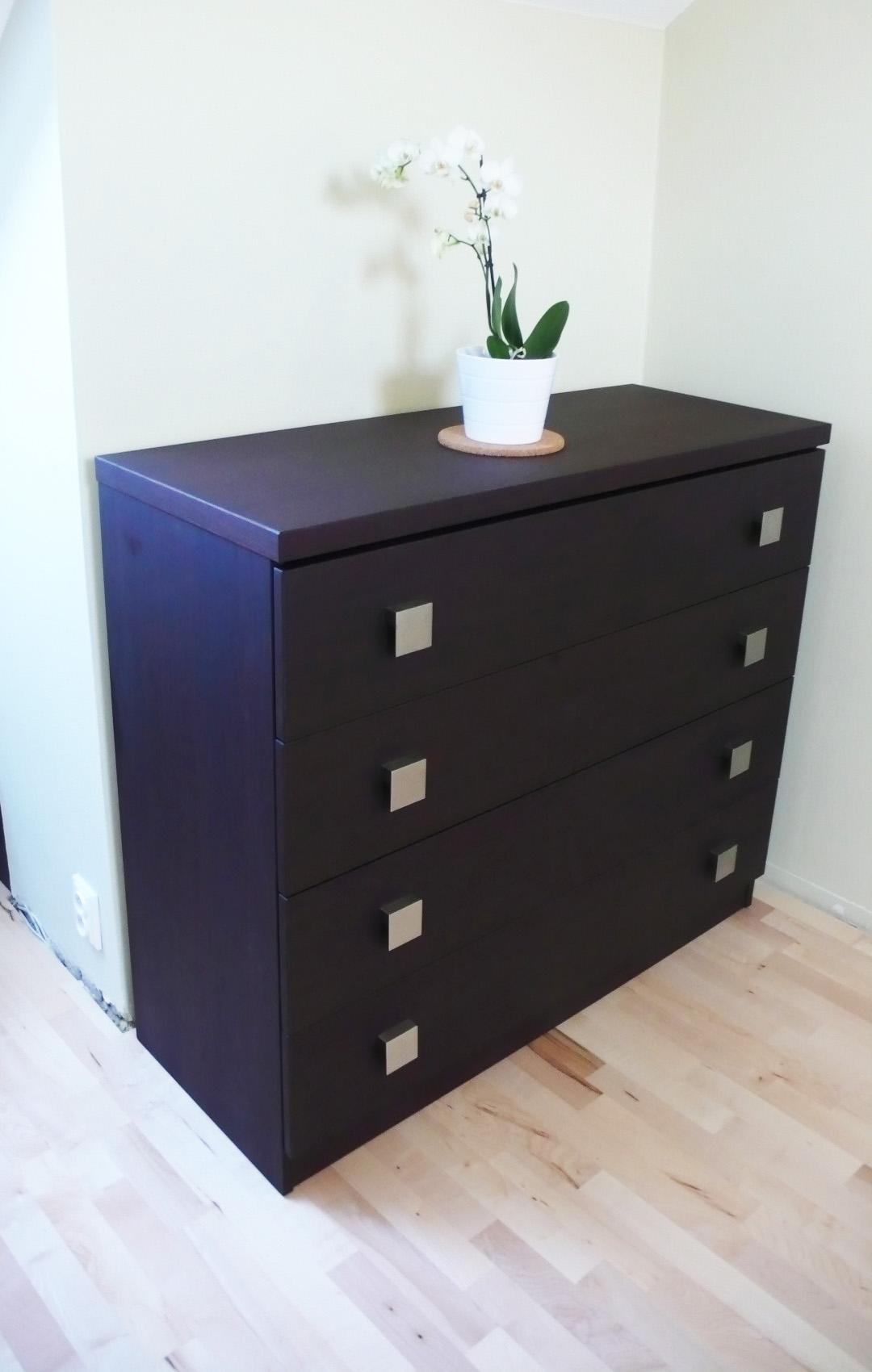Skříně i vestavěný nábytek